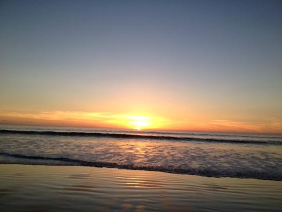 Johanna Maheshvari Mosca leads summer beach, yoga and meditation retreats in Encnitas, CA